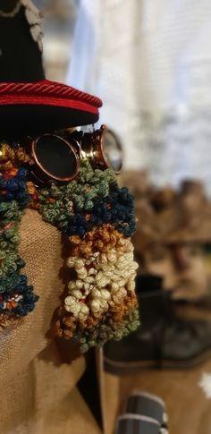Cilindro in pura lana, stile inglese, fettuccia ricamata dall'oriente, broccato riciclato...discreto ed elegante