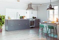 Gray hardwood floors in kitchen dining room Hardwood Floors In Kitchen, Hardwood Floor Colors, Modern Kitchen Design, Kitchen Designs, Kitchen Dining, Dining Room, Stain Colors, Flooring, Gray