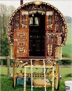 gypsy caravan my kind of mobil home. Bohemian Gypsy, Gypsy Style, Hippie Style, Bohemian Style, Boho Chic, Gypsy Trailer, Gypsy Home, Caravan Renovation, Gypsy Living