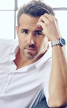 Ryan Reynolds Age, Bio, Net Worth, Family & More - Famous World Stars Style Ryan Reynolds, Blake Lively E Ryan Reynolds, Ryan Reynolds Age, Ryan Reynolds Haircut, Ryan Reynolds Deadpool, Ryan Reynolds Shirtless, Beautiful Men, Beautiful People, Chris Williams
