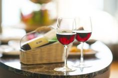 Want to choose healthy wine, but don't know how? These easy tips will help you feel better and can eliminate wine headaches! Cocktails Bar, Wine Tourism, Wine Subscription, Wine Refrigerator, Wine Fridge, Italian Wine, Italian Pasta, Tapas, Fine Wine
