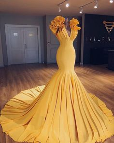 Unique yellow v neck long halter mermaid evening dress, simple long prom dress - Style Evening Dresses Long Prom Gowns, Prom Dresses, Formal Dresses, Pageant Gowns, Dress Prom, Club Dresses, Flapper Dresses, Dress Wedding, Formal Wear