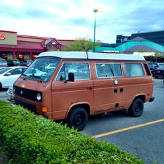 A rather 'tired' Burnt Orange VW Vanagon spotto in North Vancouver.