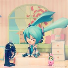☄★○ collectible anime figures ~ like 2D come to life ♥ Hatsune Miku 'Vocaloid' nendoroid figure - anime figure - chibi - funny face - miniature room - fan - twin tails - cute - kawaii ○★☄