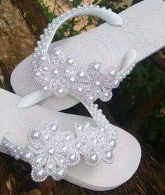 Bling Sandals, Beaded Sandals, Ballet Wedding Shoes, Crochet Cupcake Hat, Flip Flop Craft, Custom Flip Flops, Decorating Flip Flops, Wedding Flip Flops, Beaded Jewelry Designs