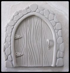Clay Fairy Door Tutorial by Elizabeth Burtt - CraftsyResultado de imagem para making a fairy house for elementary clay projectArts And Crafts Beer Parlor Polymer Clay Fairy, Polymer Clay Projects, Polymer Clay Creations, Diy Clay, Crafts With Clay, Clay Fairy House, Fairy Houses, Clay Fairies, Clay Houses