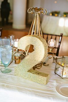 Gold glitter table numbers for the wedding reception // photos by dear darling photography: http://www.deardarlingphotography.com || see more on http://www.artfullywed.com