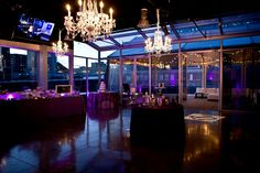 This hip downtown venue has one of the best views of the Nashville skyline. Aerial, an ultra-sleek contemporary space, is outfitted with a glass-encased indoor bar which extends onto an outdoor patio. Aerial provides its clients with versatile floor plan designs that accommodate seated dinners, cocktail parties, and wedding receptions. Aerial is equipped with high end audio and visual and offers catering services for up to 150 people. styleblueprint.com/nashville/guide/aerial