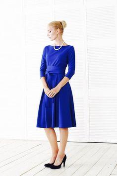 А мы продолжаем восхищаться и вдохновляться красивыми женщинами и пытаться понять, в чем их секрет: в природной скромности и деликатности, в умении найти свой неповторимый стиль или есть что то еще... На фото: Надежда в платье модель Шанталь ярко синего цвета цена 5500, размеры 40/50 возможные цвета уточняйте по тел89163020222 На сайте http://www.fedorastudio.ru/shop/bag/card/ru.5629.htm