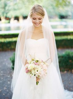 not normally a fan of long veils but this is gorgeous!