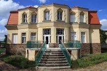 Libodřice - Bauerova vila, hlavní jižní průčelí (2010)