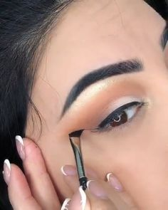 41 Best Natural Prom Makeup Ideas to Makes You Look Beautiful Gold Eye Makeup, Makeup For Brown Eyes, Makeup Art, Eyebrow Makeup, Eyeshadow Makeup, Beauty Makeup Photography, Eye Photography, Ruby Rose, Rose Gold