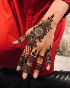 Most Original Henna Tattoo Designs for the Year 2019 - Page 33 of 42 - Tattoo Go! Pretty Henna Designs, Modern Henna Designs, Floral Henna Designs, Finger Henna Designs, Mehndi Designs For Girls, Mehndi Designs For Beginners, Mehndi Design Photos, Mehndi Designs For Fingers, Latest Mehndi Designs