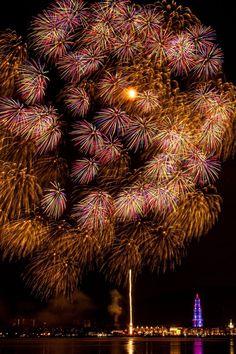 Fireworks in Huis Ten Bosch Park, Sasebo, Nagasaki, Japan | Sunset Town