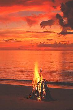purebushcraft:    banshy:  Campfire // Relaxing Nature     The Best of Bushcraft and Survival - http://ift.tt/2lhc8iK