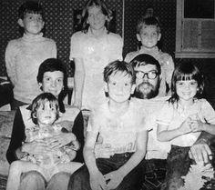 The Beatles (John Lennon, Paul McCartney, George Harrison, Ringo Starr) arrived Aug. at McCarran Airport in Las Vegas. Seokjin, Hoseok, Namjoon, Taehyung, Creepy History, Strange History, Simon Peter, Beatles Love, Real Monsters