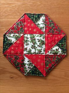 Quilted Table Runners Christmas, Christmas Patchwork, Christmas Runner, Table Topper Patterns, Quilted Table Toppers, Table Runner Pattern, Christmas Sewing Projects, Christmas Crafts, Christmas Ornaments