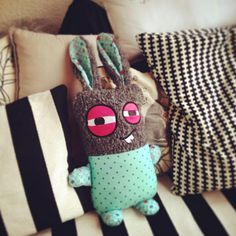 Do it yourself - Dein Sofa-Monster! - sockstar-monster.com  http://www.sockstar-monster.com by Clarissa Schwarz #sockstarmonster #sofamonster #sockenmonster #socken #socks #monster #stgallen #sanktgallen #geschenk #geschenktipp #geburtstag #plüschtier #shopping #onlineshopping #zürich #basel #bern #luzern #paris #madrid #mailand #london #newyork #hamburg #berlin #barcelona #rotterdam #amsterdam #stockholm #handmade