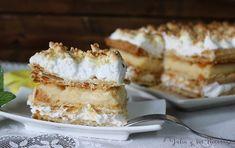 Tarta de hojaldre rellena de flan y cubierta de merengue