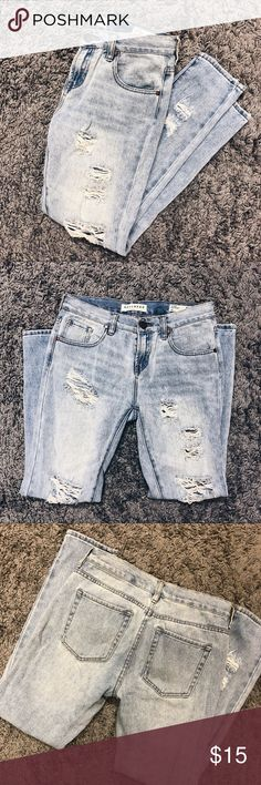 Pacsun Bullhead Boyfriend Jeans Size 25, in excellent condition! The perfect pair of boyfriend jeans, just not my style. Great color and level of distressing. PacSun Jeans Boyfriend