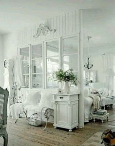 Looking for a Interieur Maison Shabby Chic. We have Interieur Maison Shabby Chic and the other about Maison Interieur it free. Cottage Living Rooms, Shabby Chic Living Room, Shabby Chic Bedrooms, Shabby Chic Cottage, Shabby Chic Homes, Home Living, Shabby Chic Decor, Coastal Cottage, Cottage Style