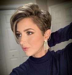 Beautiful Pixie And Bob Short Hairstyles 2019 – dark hair styles Short Hairstyles For Thick Hair, Short Pixie Haircuts, Short Hair Cuts, Curly Hair Styles, Cut Hairstyles, Hairstyles Pictures, Trendy Hairstyles, Short Haircuts For Round Faces, Short Hair Pixie Edgy