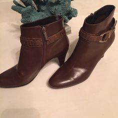 Bandolinos ankle boots Used but very good condition real leather Bandolinos ankle boots.  They pair well with a pair of jeans and the Boho off the should top.  They are a size 6.5. Bandolino Shoes Ankle Boots & Booties