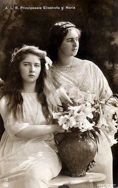 Pss Marie (Mignon) and older sister Pss Elisabeth of Romania. Princess Victoria, Queen Victoria, Romanian Royal Family, Royal Family Trees, Princess Alexandra, Young Prince, Rare Pictures, Royal House, Royal Weddings
