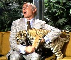 Johnny Carson Show - I used to beg to stay up and watch. My favorite shows were the ones with the animals : ) Here's Johnny, Johnny Carson, My Babysitter, Late Night Show, Tonight Show, 90s Nostalgia, Old Tv Shows, Cat People, Cartoon Tv
