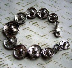 Bracelet-bouton-presson-Over-The-Top