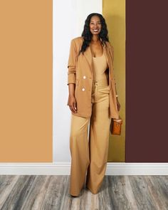 A stylish, neutral, monochrome outfit | For more style inspiration visit 40plusstyle.com