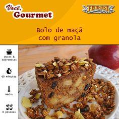 3 maçãs cortadas em cubos  1 1/2 xíc de farinha de trigo  1/4 xíc de açúcar mascavo  1 col de canela em pó 1 col de fermento 1 col de bicarbonato  1 xíc de granola tradicional Feinkost  3 ovos 1 col de essência de baunilha 150g de manteiga derretida 100g de passas pretas Peneire os ingredientes secos. Adicione a granola. Na batedeira, bata os ovos, a a baunilha e a manteiga. Derrame sobre os ingredientes secos, misturando até obter uma massa homogênea. Adicione as passas. Asse.