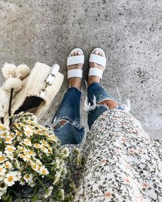 GenevaGrace / insta / casual chic grey simple floral style