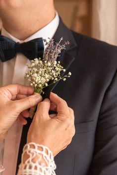 #weddingflowers #lapel #rustic #lavanda #motherofthegroom #lace #navysuit #bowtie