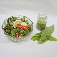 Rezept gibt's auf meinem Blog ➡️ Link in der Bio ⬅️ #vegan #veganaustria #veganfood #herbs #herbalife #wildkräuter #sammelnstattkaufen #kräuter #bindablogging #austria #austrianblogger #inspiration #veganrecipe #plantbased #healthy #spring #salat #bärlauch Bio Vegan, Herbalife, Vegetables, Link, Blog, Inspiration, Dressing Recipe, Food Food