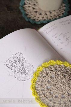 코바늘 도안 :  노란색 혹은 다른 컬러로 포인트 주면 큐트한 티코스터 패턴