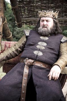 Robert Baratheon    I love this man. BOW YOU SHITS!     http://youtu.be/J99GnQTG8Zs    LOVE that laugh! LOVE it!!