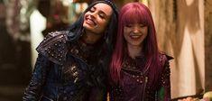 Mal and Evie Descendants 2 Mal And Evie Descendants, Disney Descendants 3, Sofia Carson, Dove Cameron, Decendants, Disney Channel, Lgbt, Bff, Wonder Woman