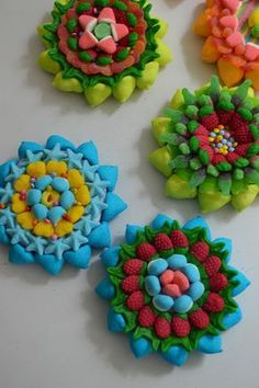 LOS DETALLES DE BEA: Flores de primavera a la venta en Pippas y Caramelini Dessert Bars, Dessert Table, Sweetie Cake, Sweet Bar, Candy Cakes, Fiesta Party, Craft Party, Candyland, Marshmallows