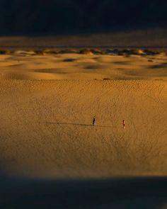 Exploring the Mesquite Dunes in Death Valley National Park. . . . . #Getlost #explorer #optoutside #travelphoto #travelworld #keepexploring #letsgosomewhere #instatraveling #igtravel #travelblog #travelingram #sharetravelpics #stayandwander #earthfocus #earthofficial #deathvalley #california #desert #dunes #sanddunes