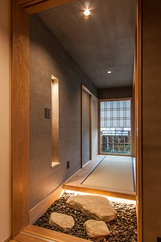 Japanese Modern House, Japanese Design, Japanese Style, Floor Design, House Design, Japan Interior, Spa Lighting, Stairways, Entrance
