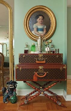 Louis Vuitton vintage trunks on luggage stand. Best bar by far. Decoration Chic, Decoration Entree, Vintage Suitcases, Vintage Luggage, Louis Vuitton Trunk, Vintage Louis Vuitton, Bar Antique, Glamorous Chic Life, British Colonial Style