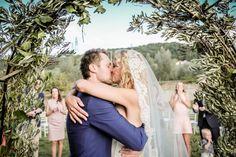 #bruidspaar #bruiloft #altaar #ceremonie #toscane #italie Trouwen op Borgo I Vicelli in Toscane | ThePerfectWedding.nl | Fotocredit: Eppel Fotografie