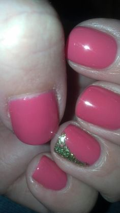 CND shellac with glitter accent. Call Paragon in Mason and ask for Petra or Michelle.