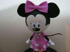 2º PARTE DE COMO HACER FOFUCHA MINNIE MOUSE DISNEY Theme Mickey, Fiesta Mickey Mouse, Minnie Mouse Party, Mouse Parties, Foam Crafts, Preschool Crafts, Felted Wool Crafts, Mickey And Friends, Disney