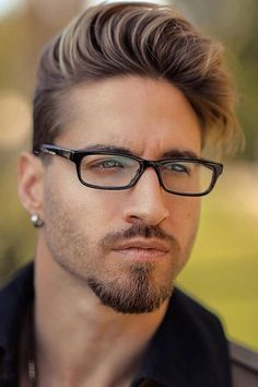 Goatee Beard ★ The best long full and short trimmed fade beard styles for men. Learn all the best mens beard shape options including Arab and black men. Faded Beard Styles, Beard And Mustache Styles, Beard Styles For Men, Beard No Mustache, Short Beard Styles, Trimmed Beard Styles, Men Facial Hair Styles, Hair And Beard Styles, Stubble Beard