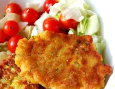 Placičky z červené čočky a zeleniny nemohu zklamat snad nikoho. S domácím dresingem jsou nej ... Healthy Salad Recipes, Raw Food Recipes, Vegetable Recipes, Indian Food Recipes, Vegetarian Recipes, Cooking Recipes, Good Food, Yummy Food, Cooking Light