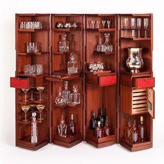 Portés par le retour des cocktails et un nouveau savoir-recevoir, les bouteilles – et les trolleys – retrouvent donc leur place au salon…