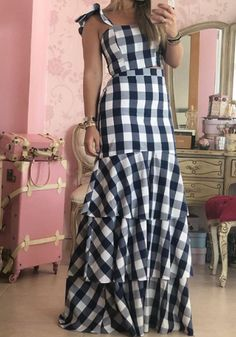 Share on WhatsApp Maxi Skirt Style, Skirt Outfits, Parisienne Chic, Fancy Kurti, Latest African Fashion Dresses, Jeans Rock, 1930s Fashion, Dream Dress, Dress To Impress