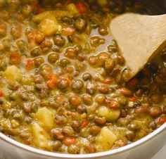 Jamaican Gungo Peas Soup (Pigeon Peas) Vegan Jamaican Gungo Peas Soup (Pigeon Peas) Vegan is hearty soup with bold flavors that surely is a crowd pleaser. Made from simple everyday ingredients! Pea Recipes, Indian Food Recipes, Soup Recipes, Vegetarian Recipes, Cooking Recipes, Healthy Recipes, Ethnic Recipes, Healthy Breakfasts, Healthy Foods